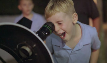 """""""Oh My God"""": A Beautiful Compilation Of Random People Viewing The Moon Through A High-Powered Telescope"""