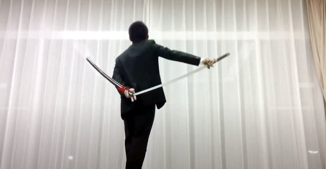 Samurai Sword Performer Demonstrates His Resheathing Tricks