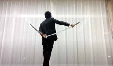 Samurai Sword Performer Demonstrates His Resheathing Tricks