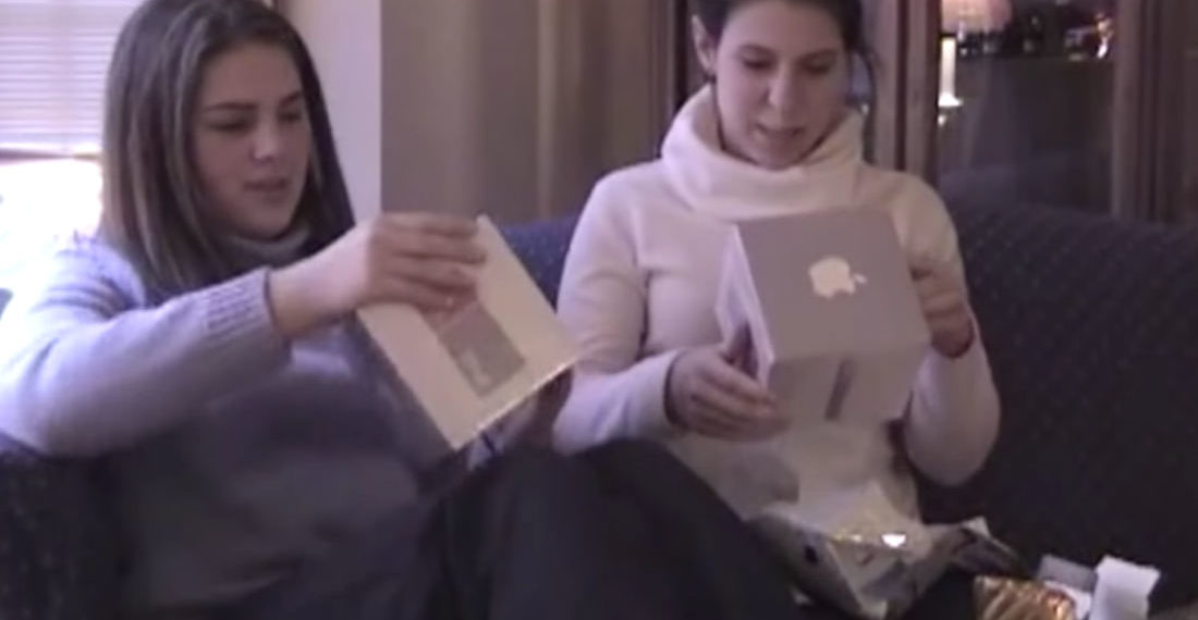 """A CD Player?"": Video From Christmas 2002 Of Two Girls Getting iPods, Not Being Sure What To Make Of Them"