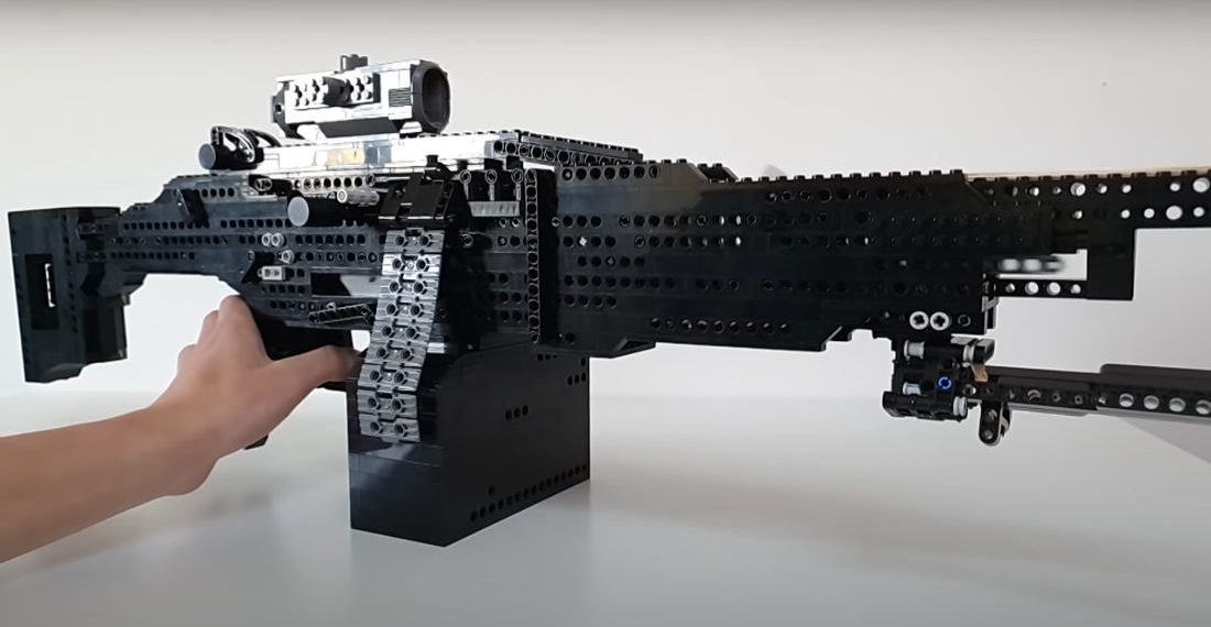 Guy Builds Functional LEGO Full/Semi-Auto Blowback Machine Gun