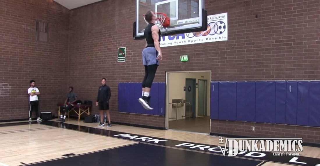 5'9″ Guy With 50″ Vertical Leap Jumps High Enough To Hit Head On Basketball Hoop