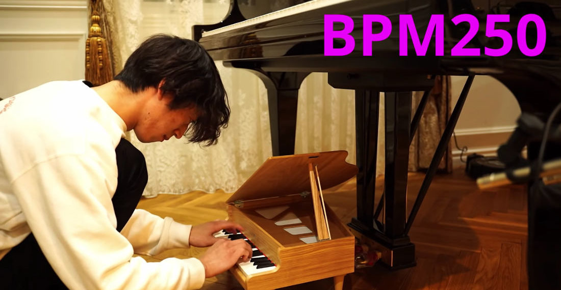 Pianist Plays Flight Of The Bumblebee On Toy Piano At Increasing Speed, Up to 250BPM
