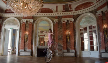 Oh Wow: Artistic Cyclist's Beautiful Bicycle Ballet Routine