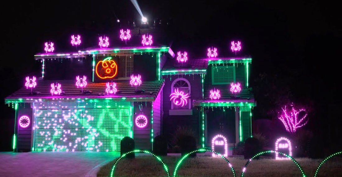 Over The Top Halloween Lights Display Choreographed To Metallica's 'Enter Sandman'