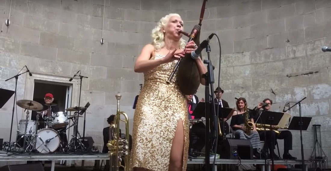 Oh Wow: Woman Performs Swing Song On Bagpipes