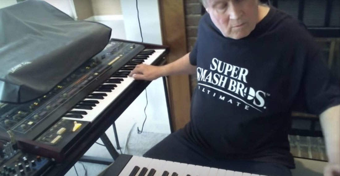 Man Performs Medley Of Video Game Themes On Vintage 80's Synthesizer