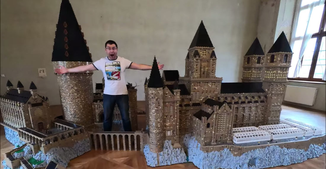 Tour Of A Massive 1,000,000+ Piece LEGO Hogwarts Castle