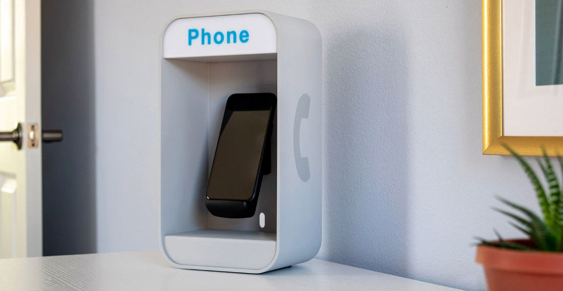 Oldschool Payphone Style Smartphone Charging Station