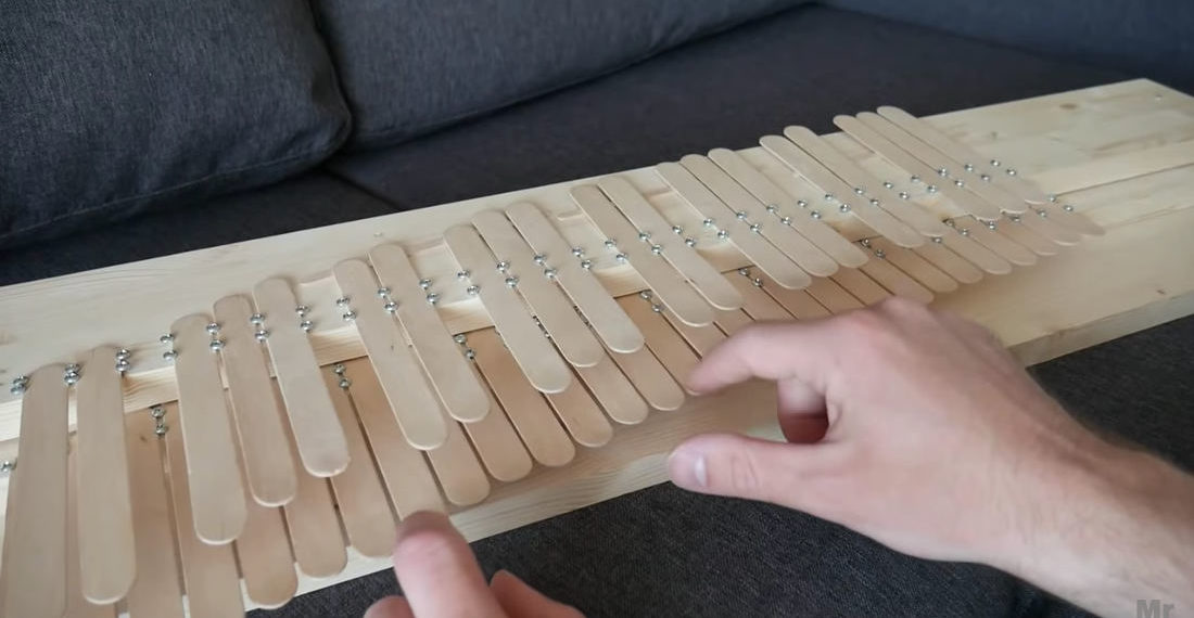 Guy Makes Little Piano Out Of Popsicle Sticks