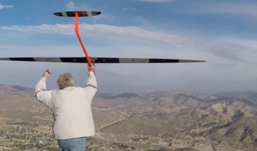 Unpowered Glider Sets New R/C Plane World Record At 548MPH Using Only The Wind