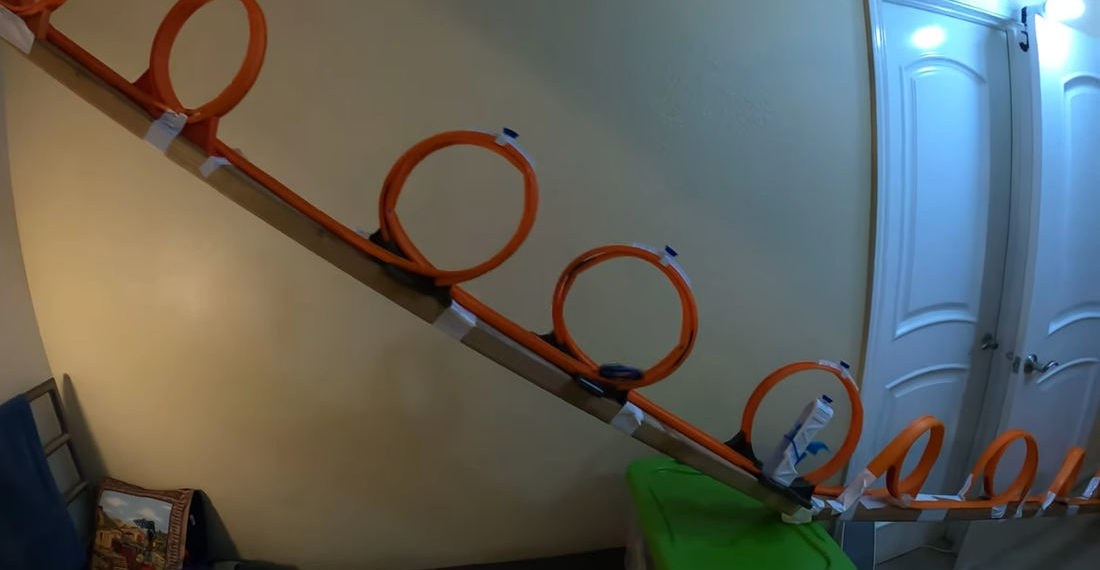 Record Setting Gravity-Fed 10 Loop Hot Wheels Track