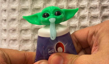 Oh Wow: Vomiting Baby Yoda Toothpaste Toppers