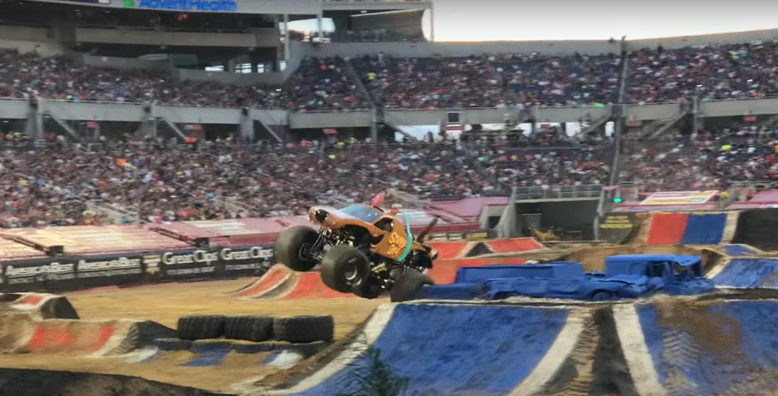 Scooby Doo Monster Truck Performs Winning Freestyle Run