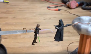 Emperor Palpatine Force Lightnings Luke Skywalker Via Tesla Coil