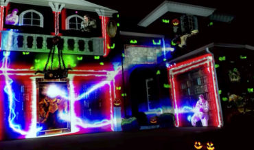 Incredible Projection Mapped Ghostbusters Halloween Show On Home's Exterior